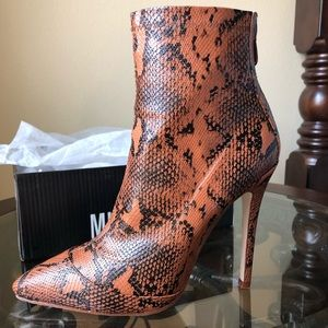 TAN SNAKE PRINT ANKLE BOOTS